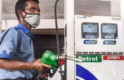 Petrol price breaches Rs 107/L mark in Mumbai