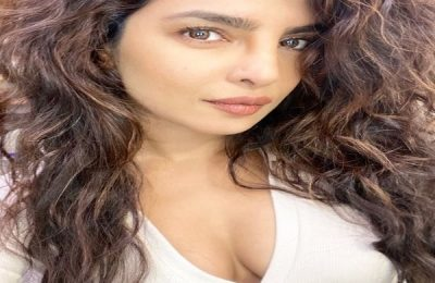 Priyanka Chopra Shares New Selfie Flaunting Her Curls